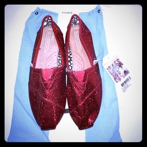 Sequin red Toms shoes with bag